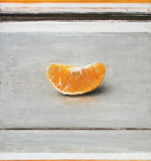 Clementine auf grauem Boden