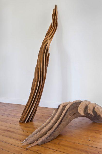 abstrakte Skulptur aus Esche und Eiche