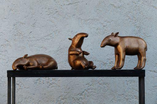 drei Tapire aus Bronze von Susanne Beurer