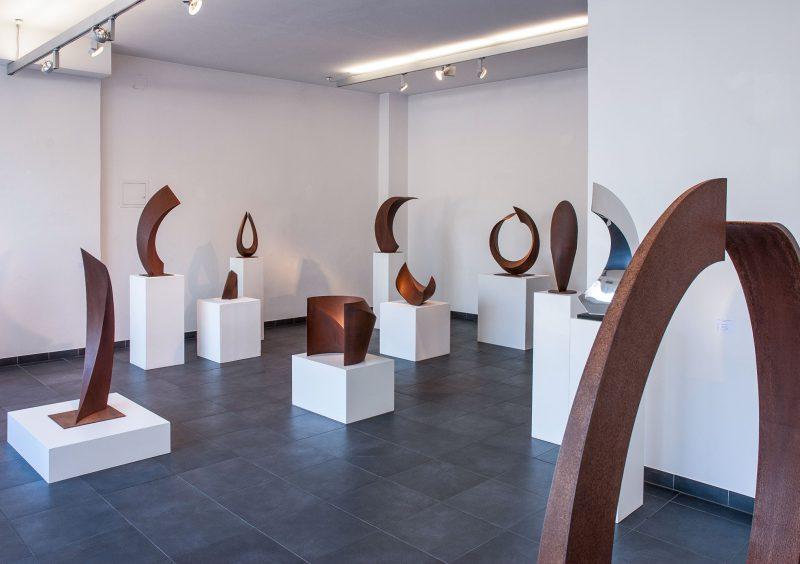 Ausstellungsansicht – Skulpturenraum der Galerie Barbara Ruetz