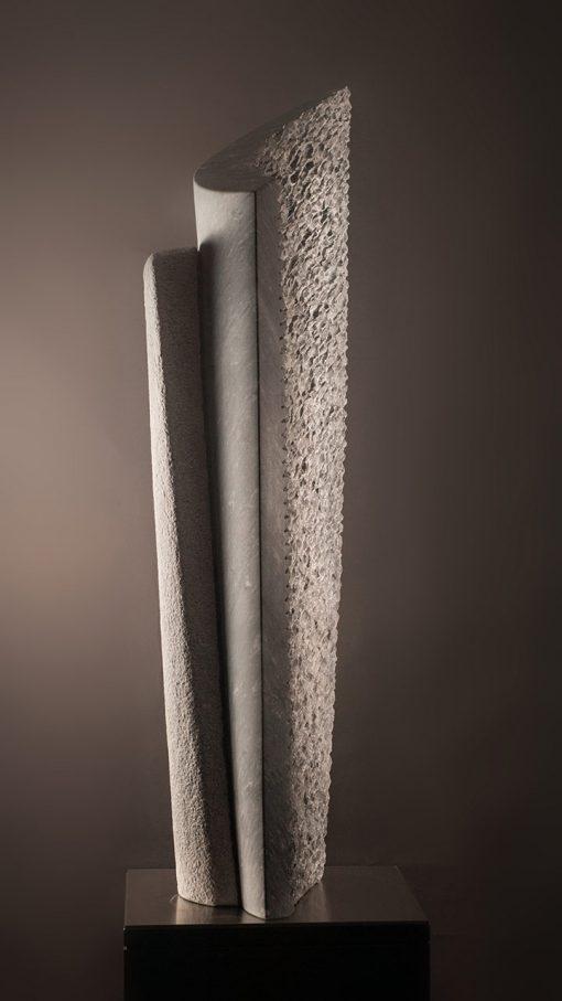 Abstrakte Skulptur aus Marmor