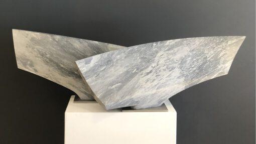 zweiteilige Skulptur aus Marmor, die den Tanz imitiert